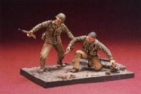 1:35 WWII US Infantry (1) - 2 Figures W/ Base
