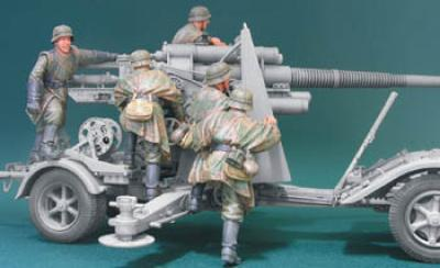 1:35  8.8CM FLAK Crew Sets (FIRING AT MARCH)