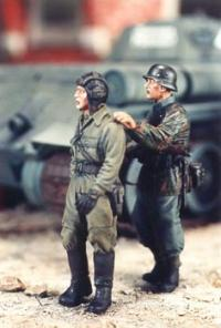 1/35 GERMAN W/CAPTURED RUSSIANS (2)
