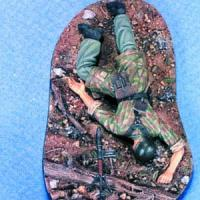 1/35 WOUNDED GERMAN PARA (1 W/BASE)