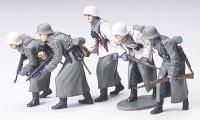 1:35 Assault Infantry w/Winter Gear