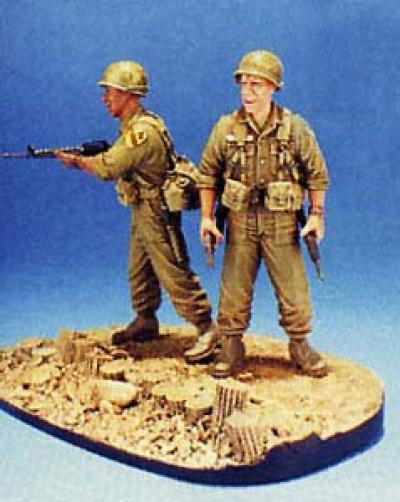 1:35  First Cavalry 1965 LZ-RAY-2 Figures W/ Base